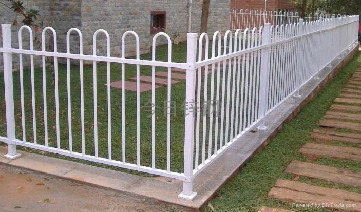 广西红顺缘推出新款木纹色锌钢护栏 1
