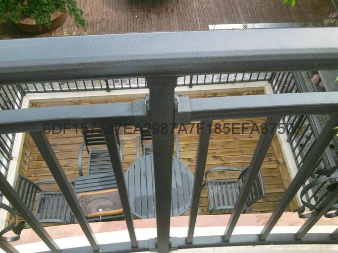 广东红顺缘木纹色护栏蓝加白锌钢栅栏 1