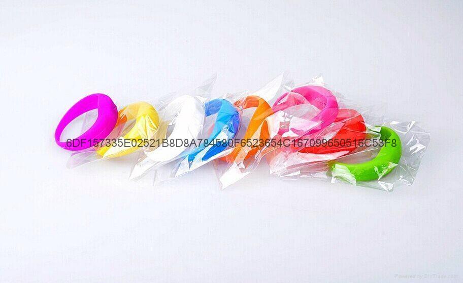 廠家直銷硅膠發光LED手環 4