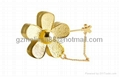 Daisy flower necklace/brooch solid perfume