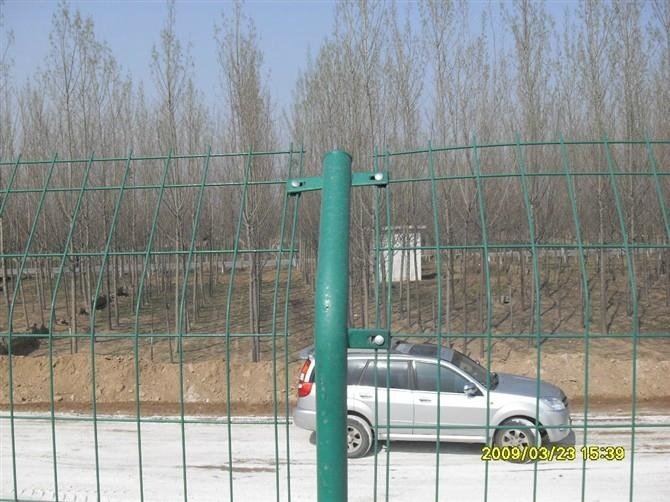 镀锌双边护栏网 2