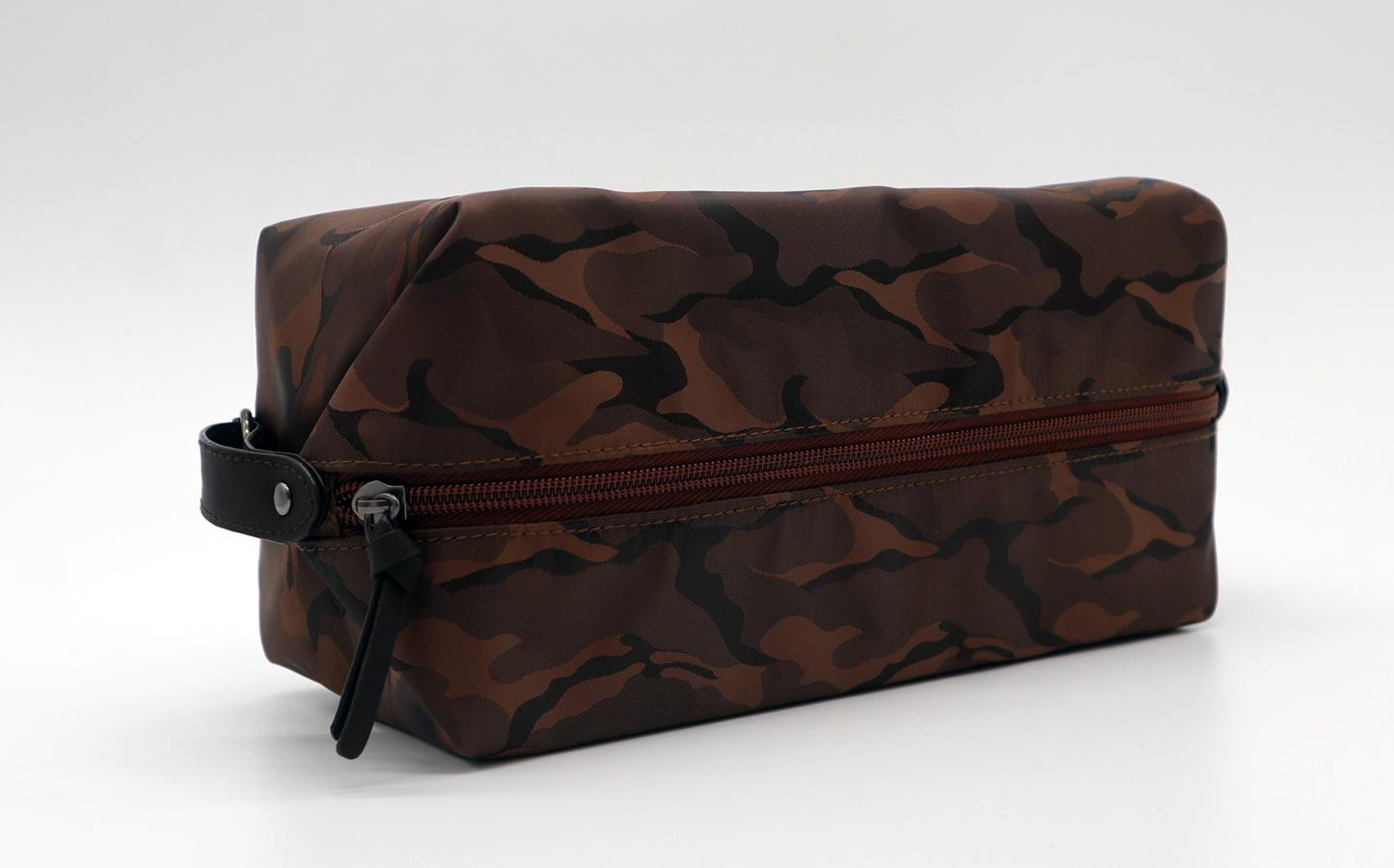 Nylon made high grade men waterproof makeup bag for travel in camouflage colour  3