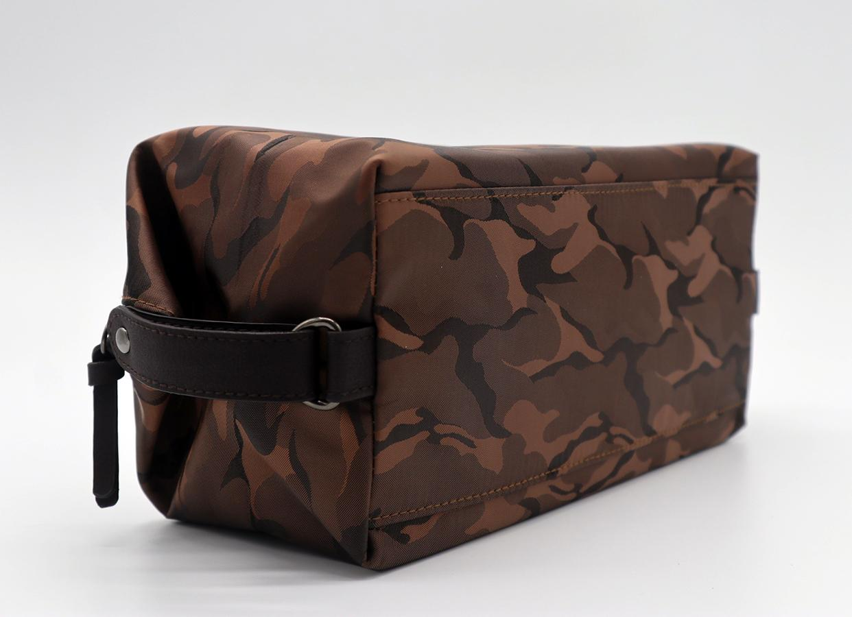 Nylon made high grade men waterproof makeup bag for travel in camouflage colour  4