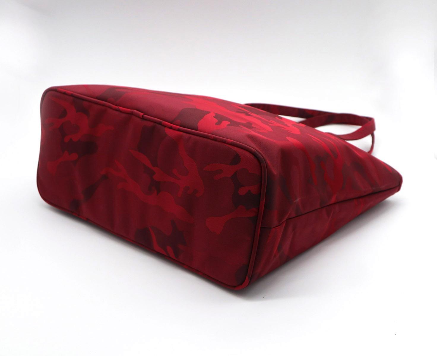 Beauty ladies nylon camouflage waterproof tote bag in garnet colour  3