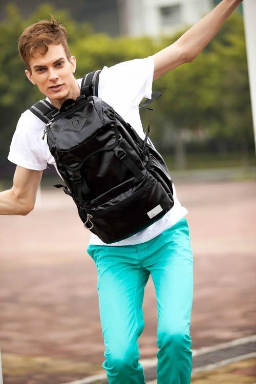 奥王时尚休闲旅行双肩背包 1