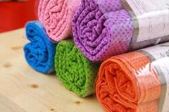 Microfiber yoga towel with non-slip dots