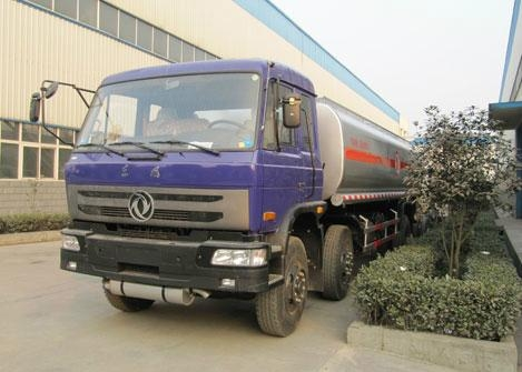 Dongfeng 6x2 fuel truck 1
