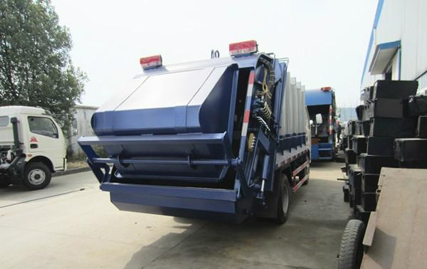 Dongfeng XDLK 4*2 compressor garbage truck 3
