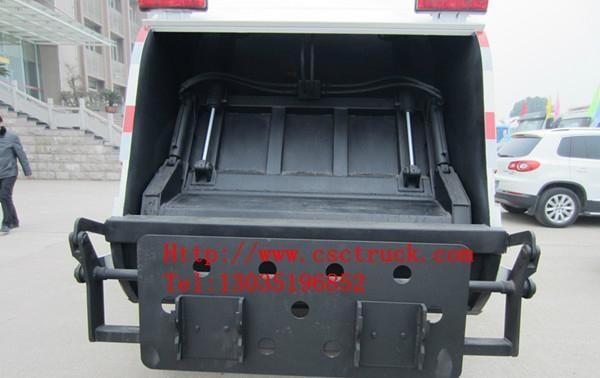 Dongfeng Duolika 4x2 Compression Garbage Truck 5