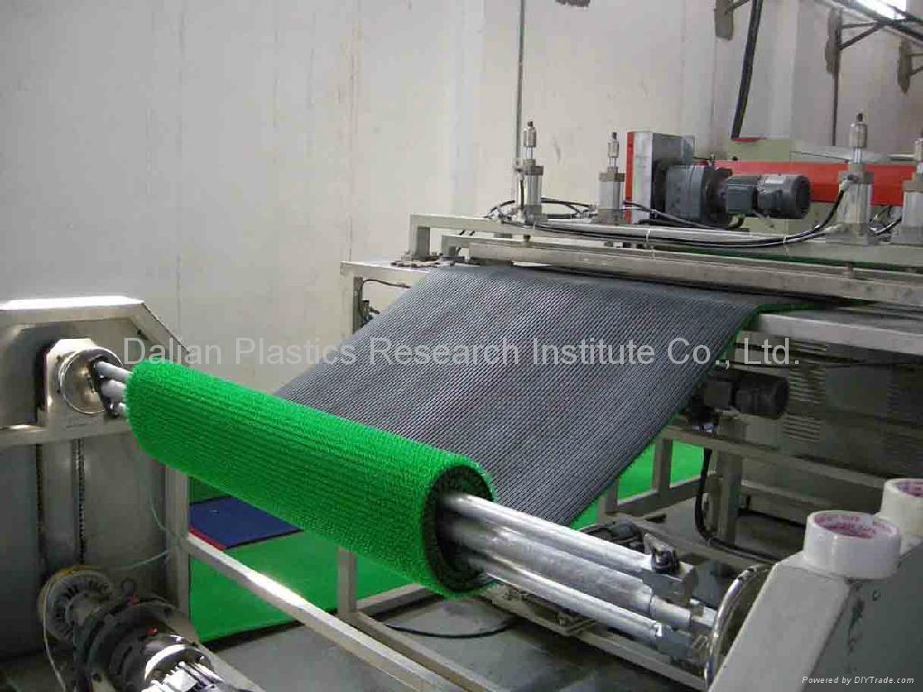 人工塑料草坪墊生產線 1