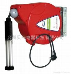 貝一自動伸縮工作燈卷管器 BY -05