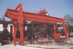 Door type slag automatic tipping crane