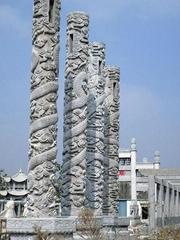 石雕龍柱子