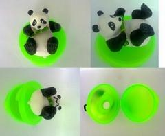 带熊猫模型的装糖钙片盒具