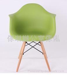 膠殼木腳椅 1