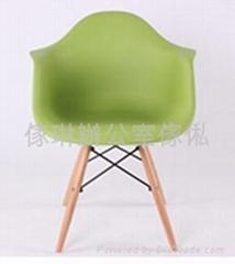 膠殼木腳椅