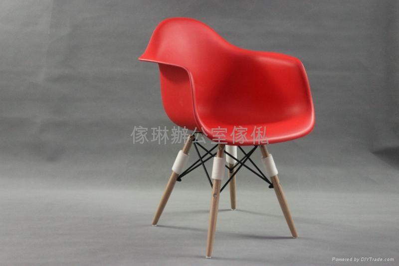 膠殼木腳椅 2