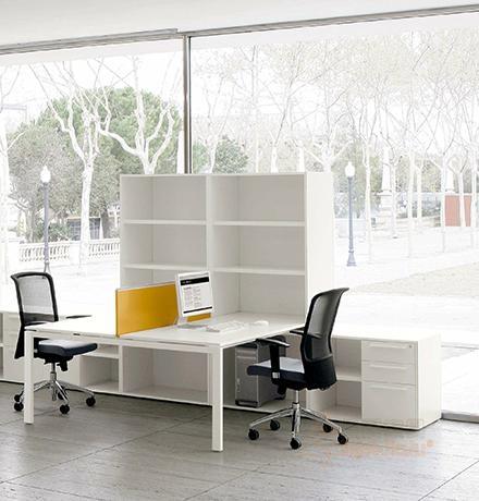 職員桌 4