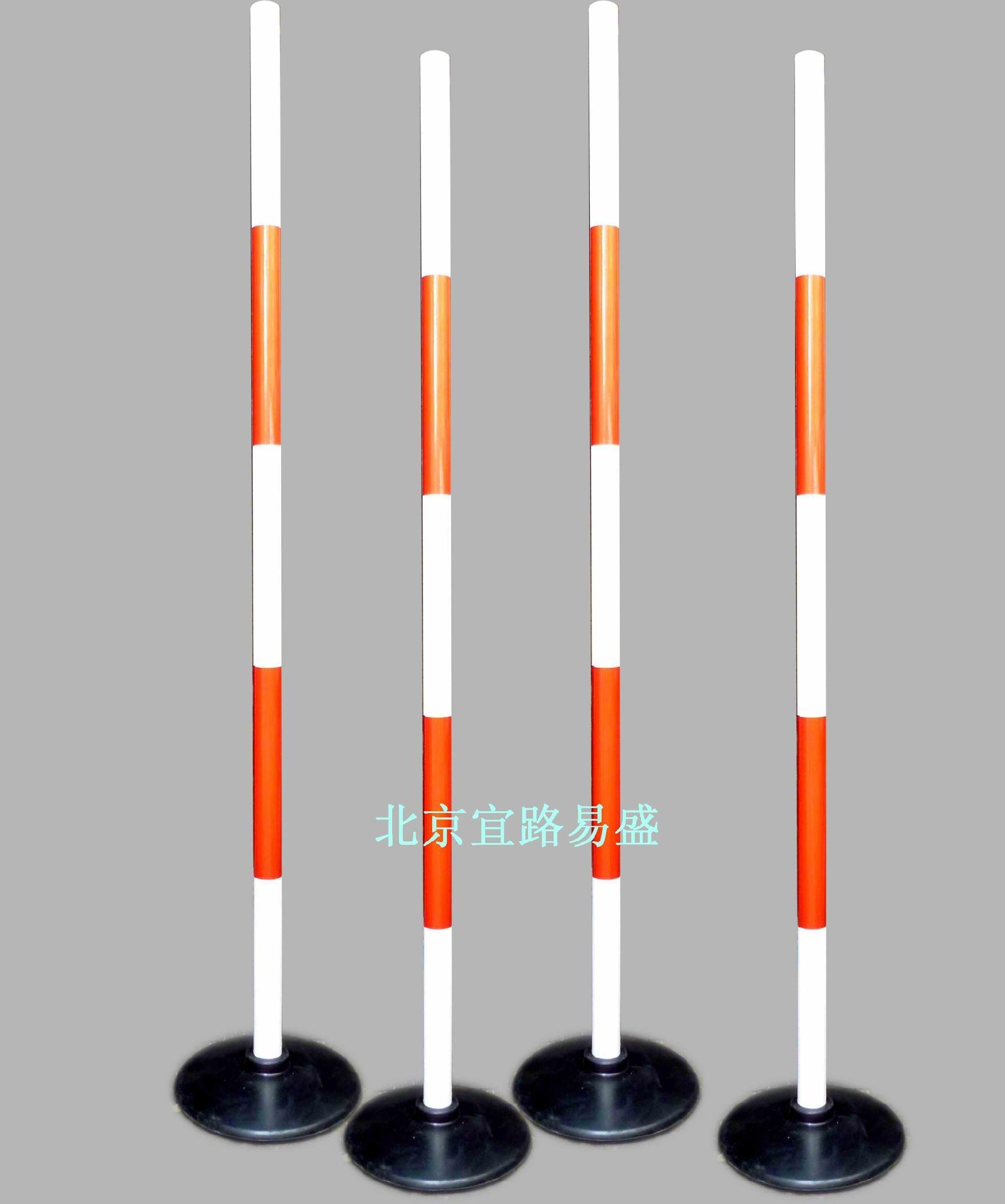 整体高度:1.5m;杆直径:4c厘米;底座直径:27厘米;重量:5.8斤 适用范围:适合体育课教学和课时训练用,如运球测试,足球绕杆,篮球变向运球,接力跑、S形跑标志物、障碍物等。 标杆色彩鲜艳醒目,全部粘贴反光膜,提高其抗老化性和耐候性,结实耐用。产品大底座份量重。整体达到5.