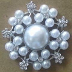 Lara pearl&diamante brooch