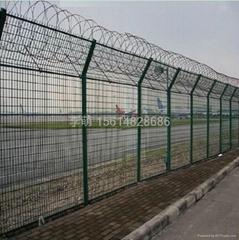 飛機場圍欄