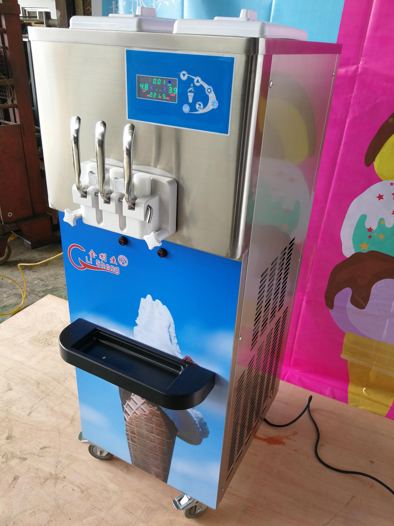 Big Capacity Commercial 3 Flavor Soft Ice Cream Machine With Precooling System