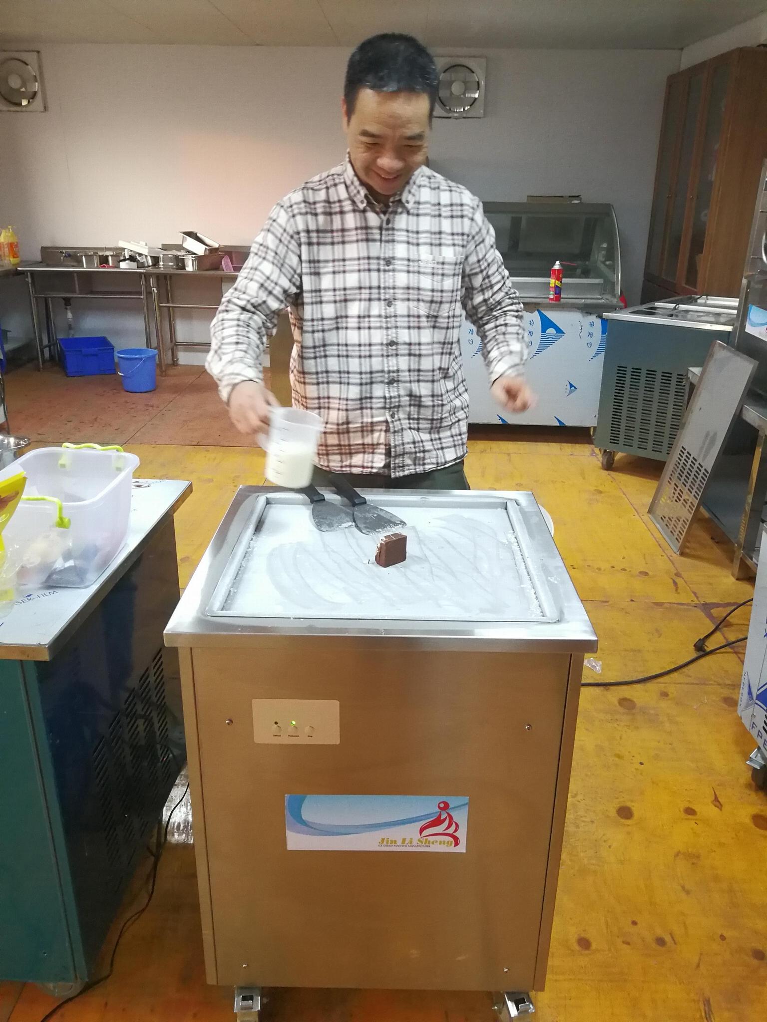 Ice Cream Rolls Making Machine