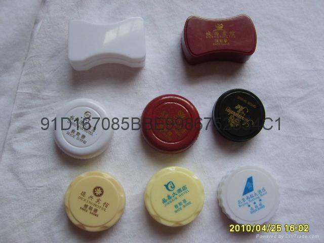 Rub shoe polish 5