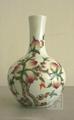 粉彩瓷花瓶