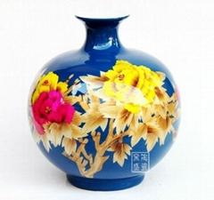 中国红麦秆画花瓶