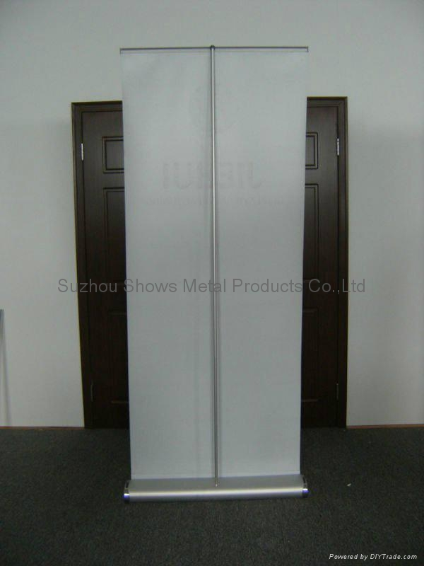Wide base roll up banner stand 2