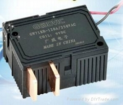 High sensitive latching relay