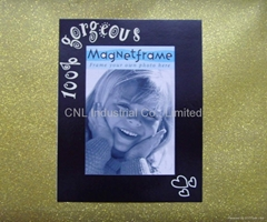 Photo frame with magnetic for