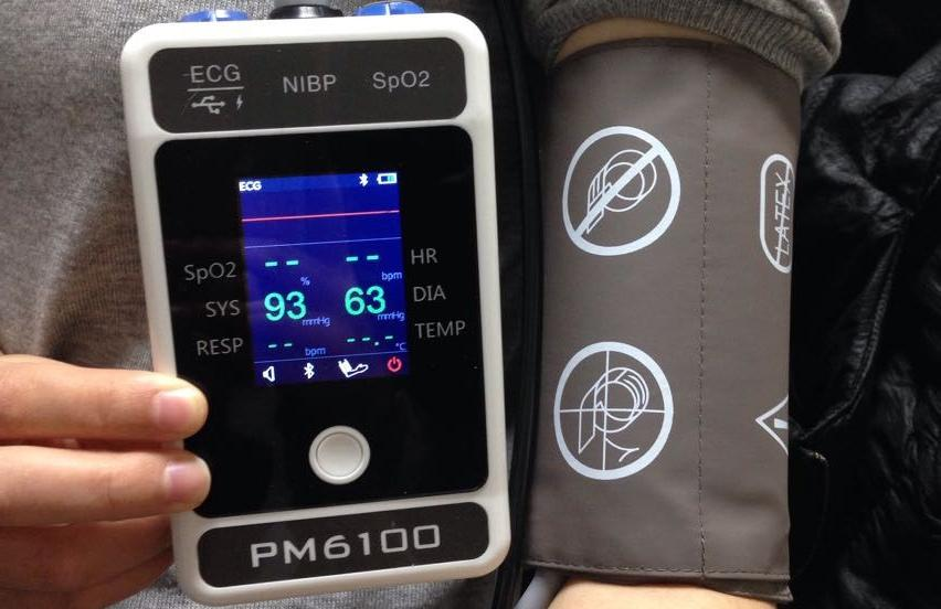 Handheld Bluetooth Patient Monitor with CE approved 7