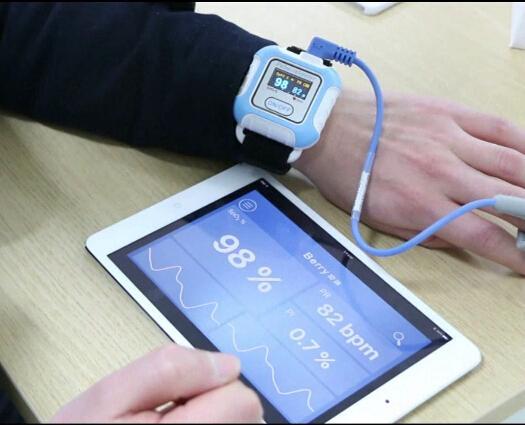 帶有IOS,安卓藍牙的手腕脈搏血氧儀 5