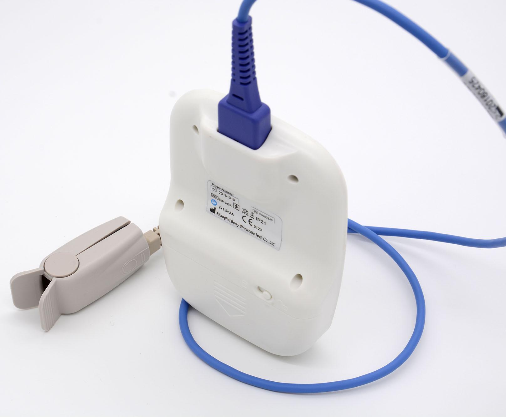 OLED屏微型便携式手持式指尖脉搏血氧仪 1
