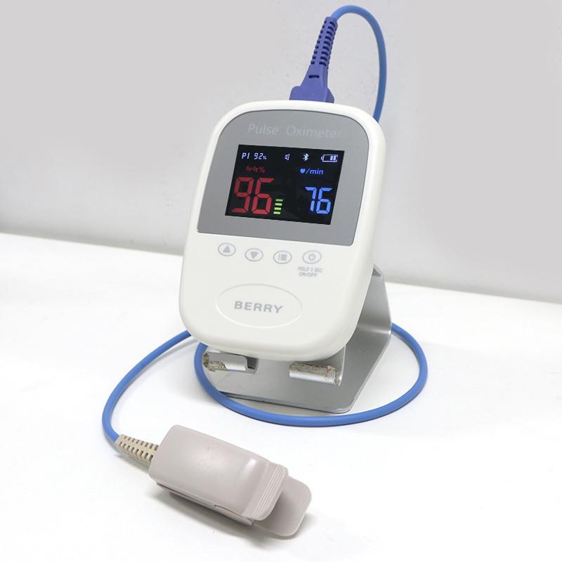 OLED屏微型便携式手持式指尖脉搏血氧仪 2