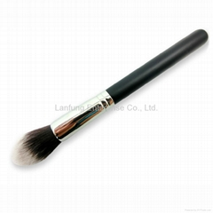 Tapered makeup brush