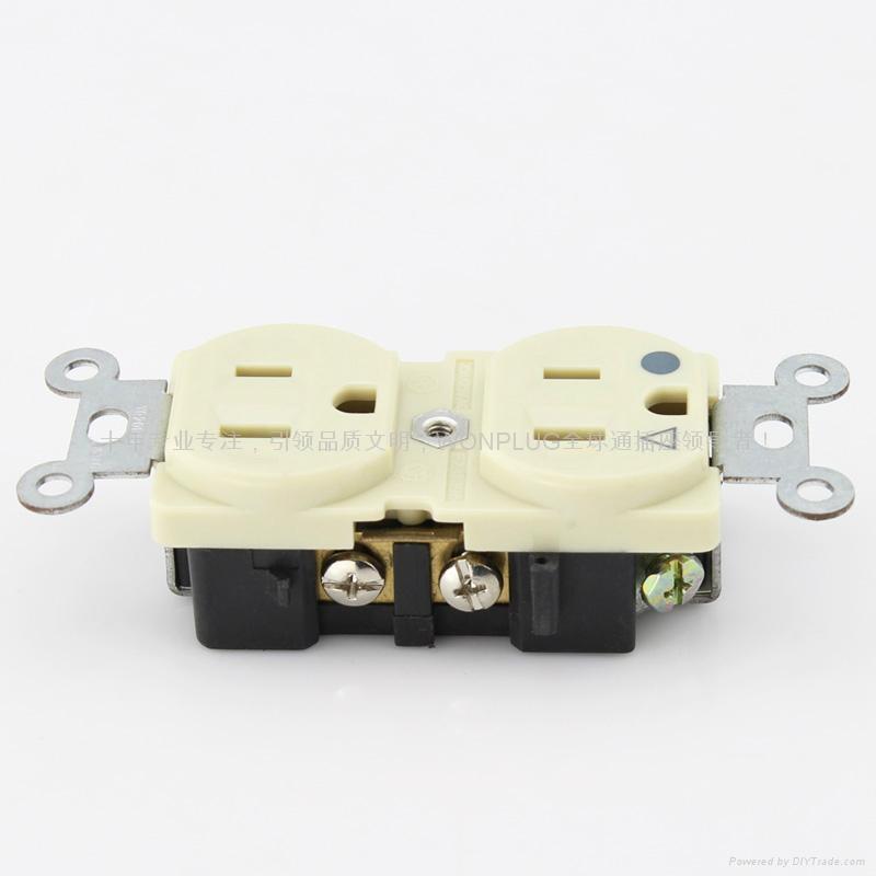 多功能转换插座