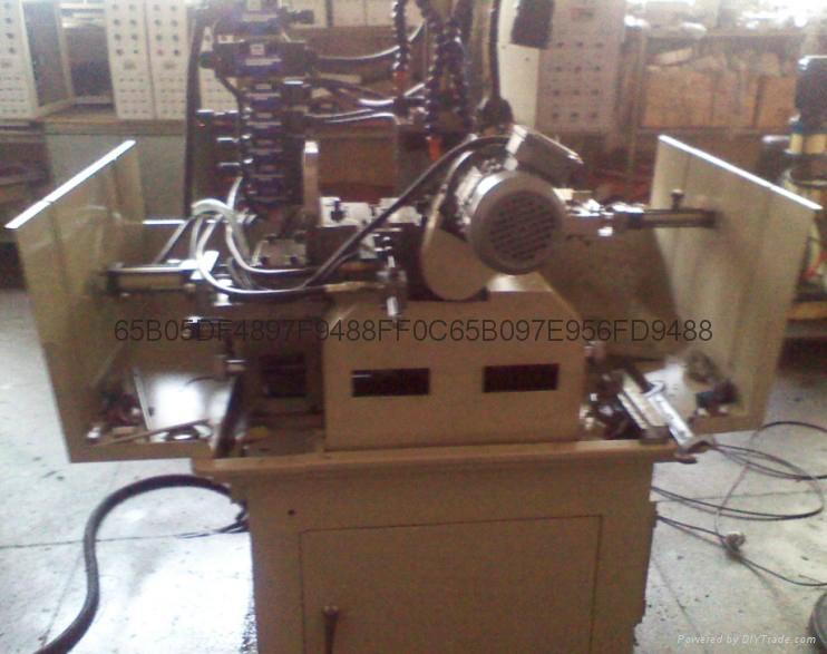 自動銑槽銑扁鑽孔機 4