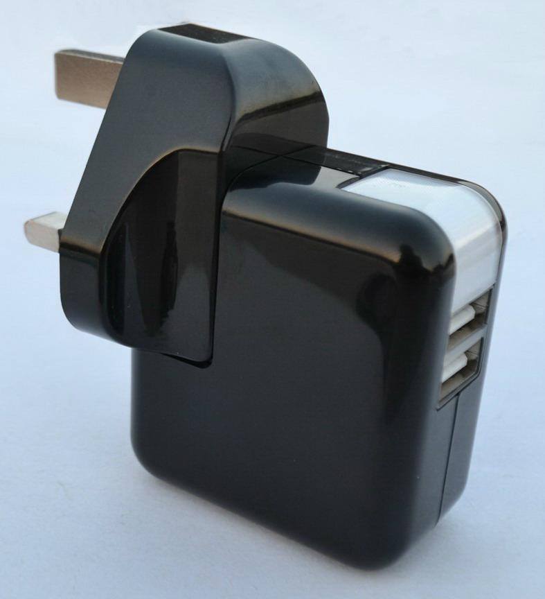 Dual USB charger with UK plug in black 4
