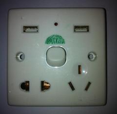 USB通用多功能墙壁插座(含2个USB充电接口)