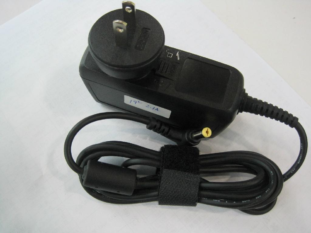 新款宏基 19V2.1A 插牆式充電器  3