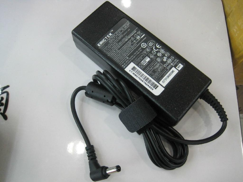 东芝19V4.74A 90W笔记本电源充电器 1