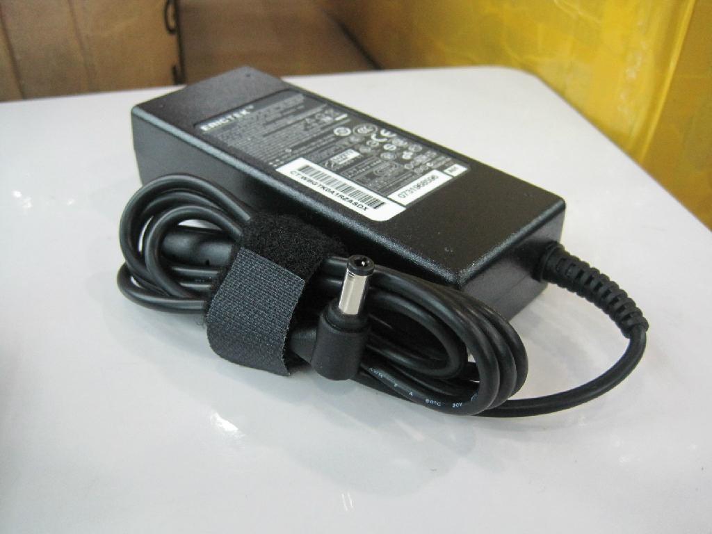 東芝19V4.74A 90W筆記本電源充電器 4