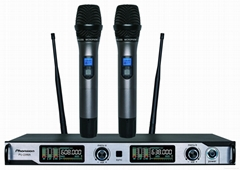 Digital UHF Wireless Microphone with smart mute function