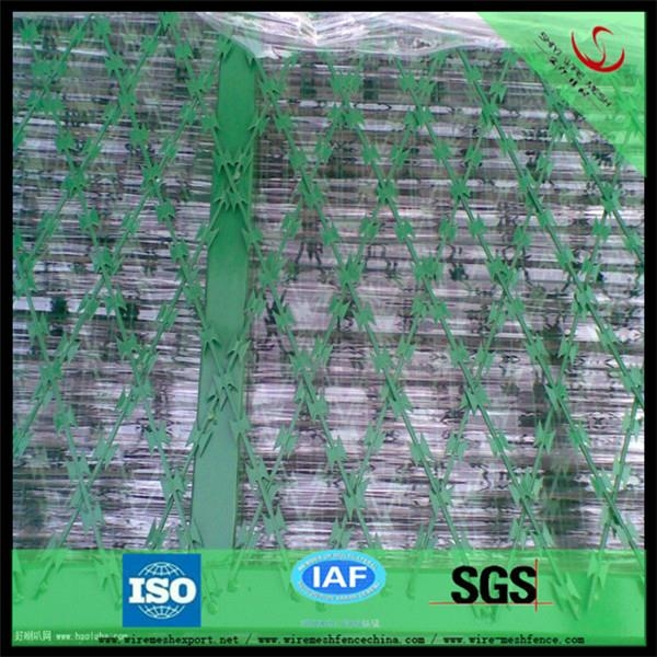 China hot dipped galvanized Razor Barbed Wire factory 3