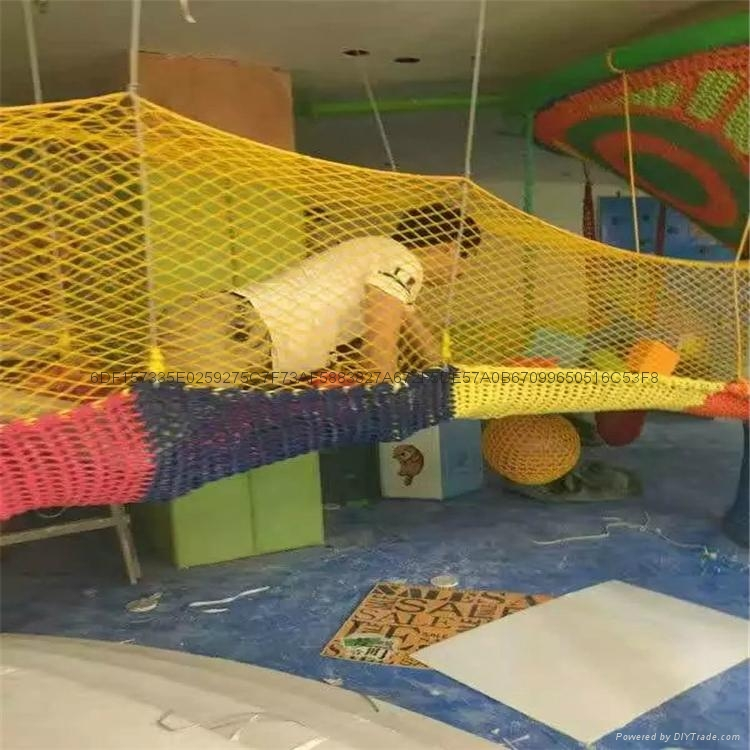 空中彩色繩網遊樂設備 3