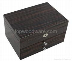 High gloss finish wooden jewelry box