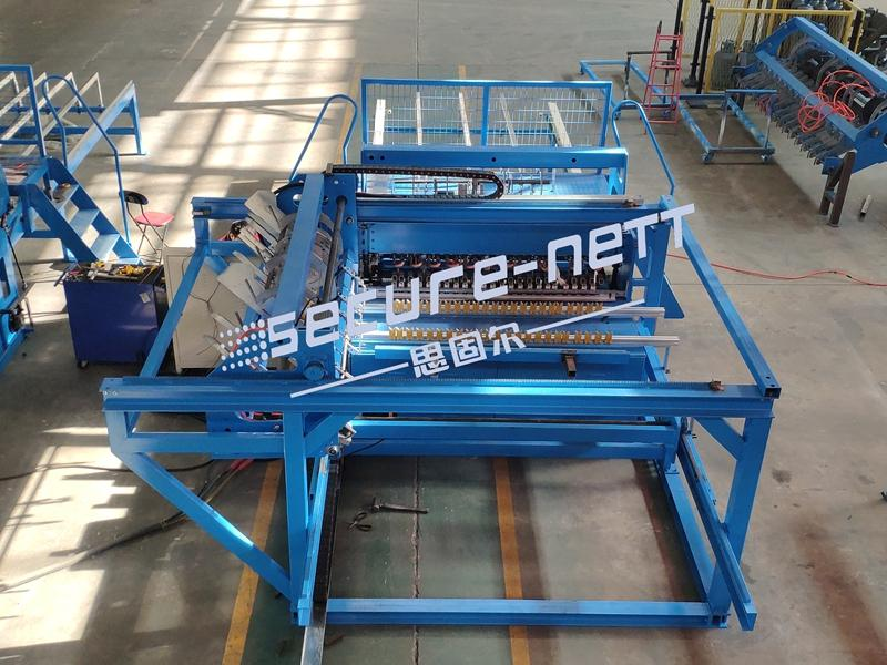 Automatic welded mesh panel machine to make fence 2